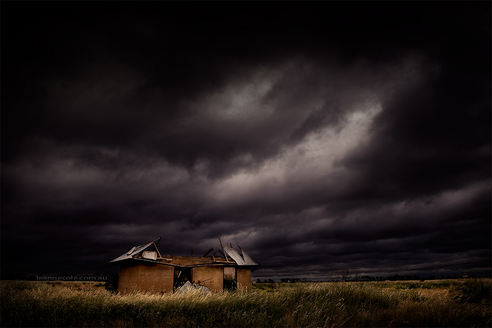 hopetoun-old-shack-overcast-sky