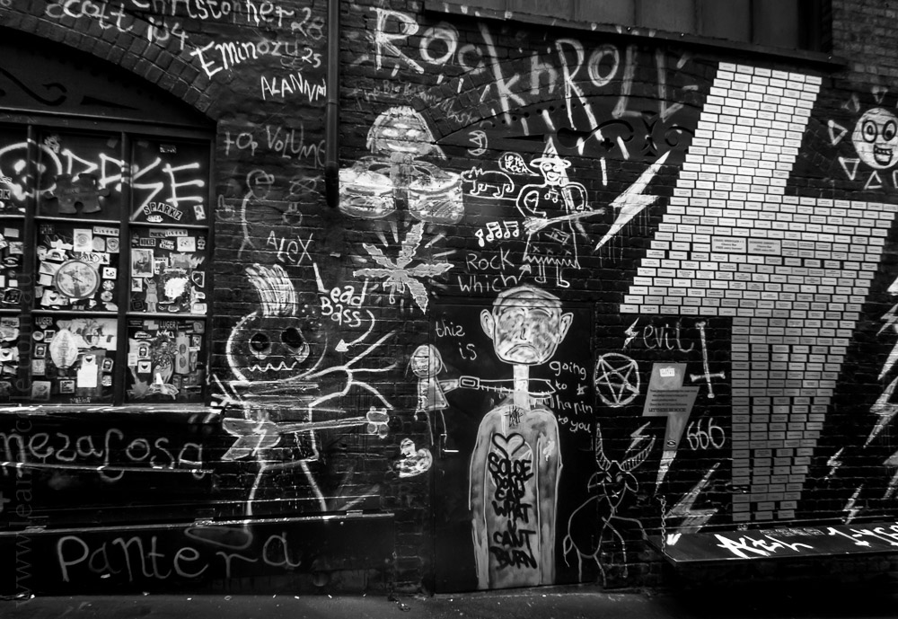 acdc-lane-graffit-monochrome-infrared-25095