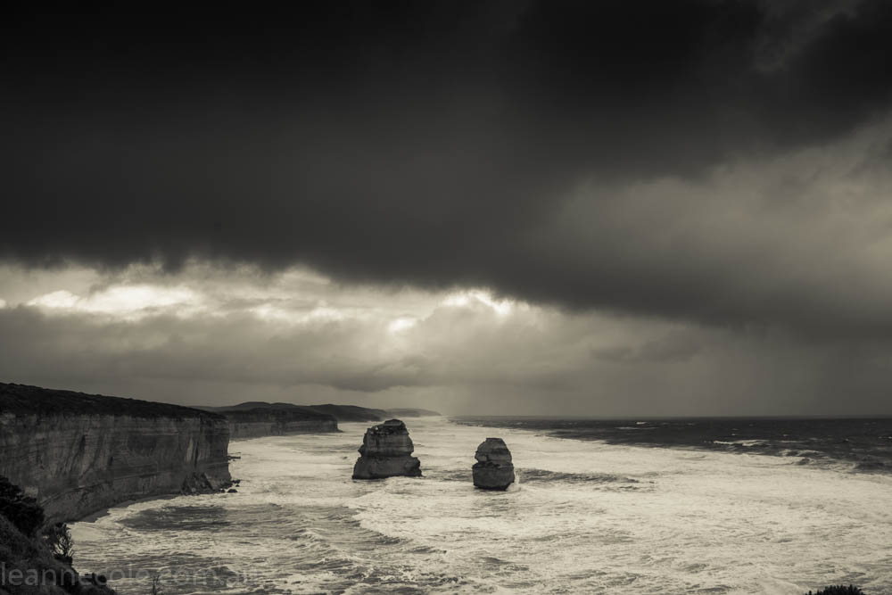 12 apostles-port-campbell-monochrome