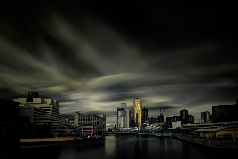 melbourne-longexposure-yarra-buildings-clouds