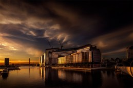 docklands-melbourne-sunset-yarrariver-buildings