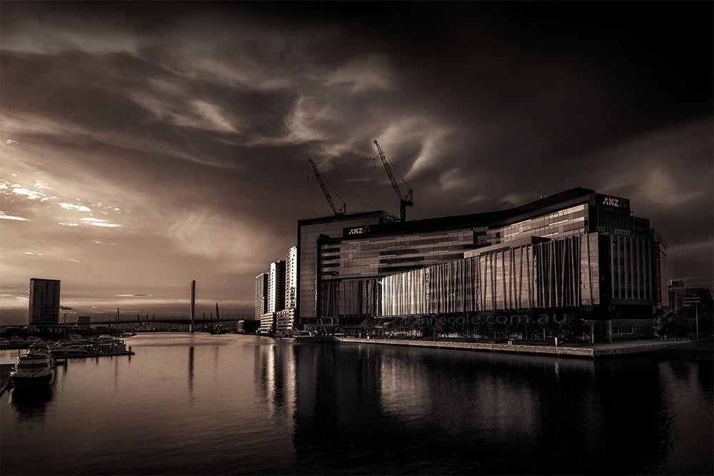docklands-melbourne-sunset-yarrariver-monochrome