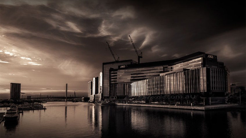 docklands-melbourne-sunset-yarrariver-monochrome