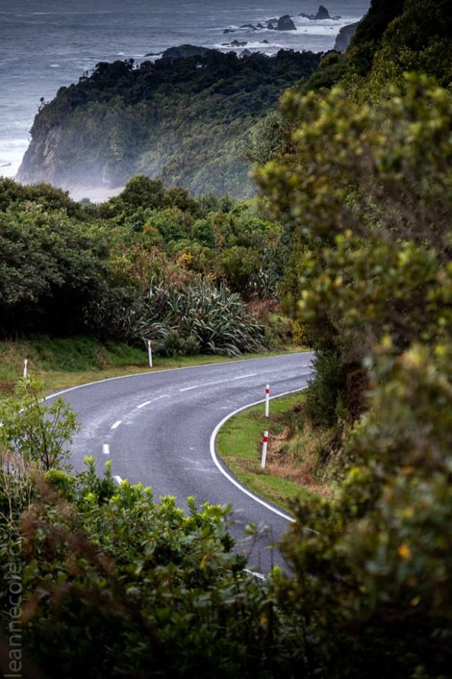 road-wanaka-lakes-waterfalls-newzealand-9516