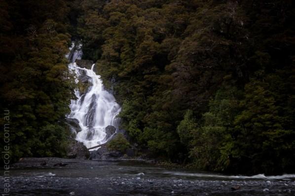 road-wanaka-lakes-waterfalls-newzealand-9584