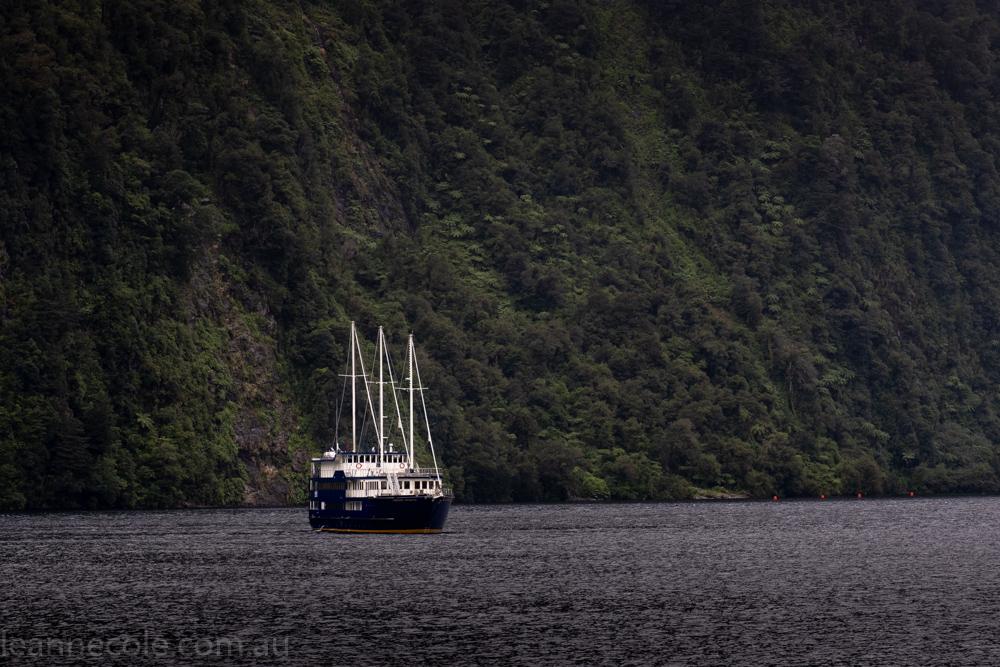 doubtfulsound-weather-waterfalls-newzealand-boat-0583