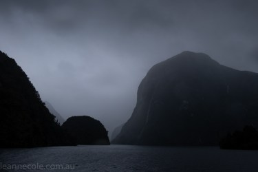 doubtfulsound-weather-waterfalls-newzealand-boat-0593