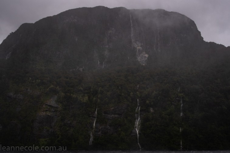 doubtfulsound-weather-waterfalls-newzealand-boat-0703