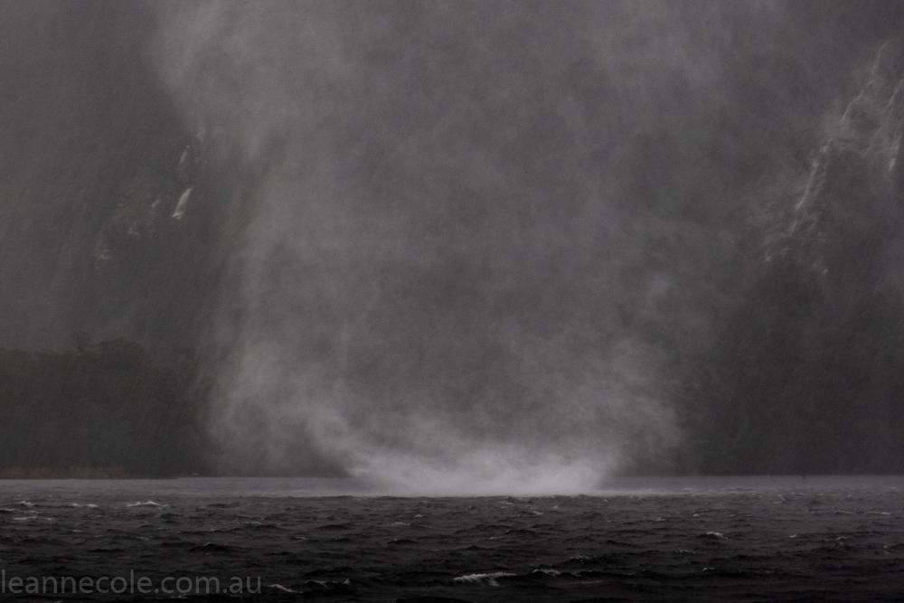 doubtfulsound-weather-waterfalls-newzealand-boat-0720
