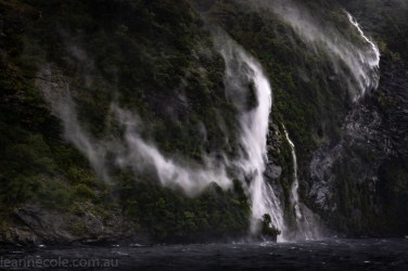 doubtfulsound-weather-waterfalls-newzealand-boat-0781