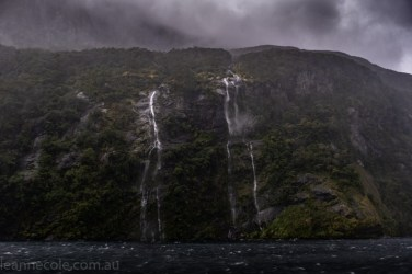 doubtfulsound-weather-waterfalls-newzealand-boat-0817