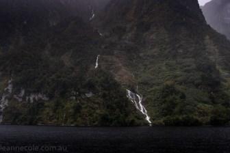 doubtfulsound-weather-waterfalls-newzealand-boat-0828