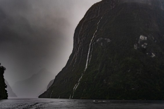 doubtfulsound-weather-waterfalls-newzealand-boat-0872