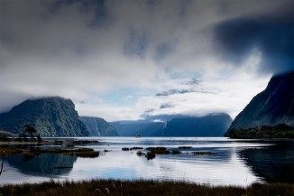 milford-sound-bottom-ground-newzealand-2