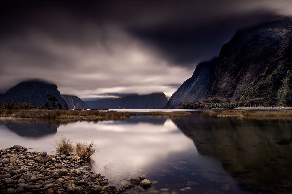 milford-sound-newzealand-longexposure-clouds