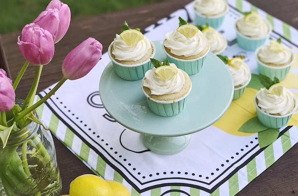 Vanilla cupcakes with lemon buttercream frosting