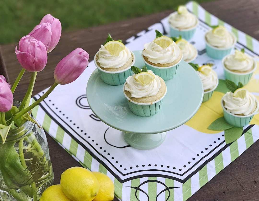 vanilla cupcakes recipe with lemon buttercream frosting
