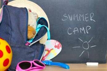 41457690-end-of-school-summer-holiday-camp-concept
