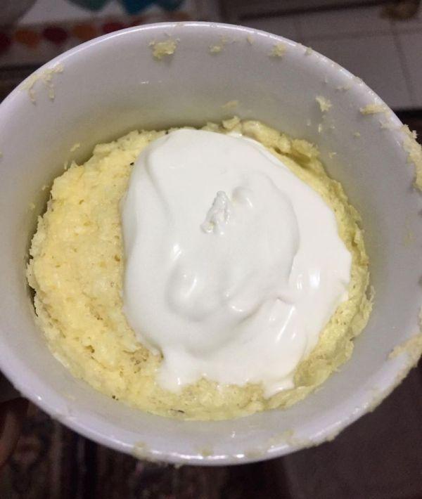 كيك الليمون مع الكريمة المخفوقة