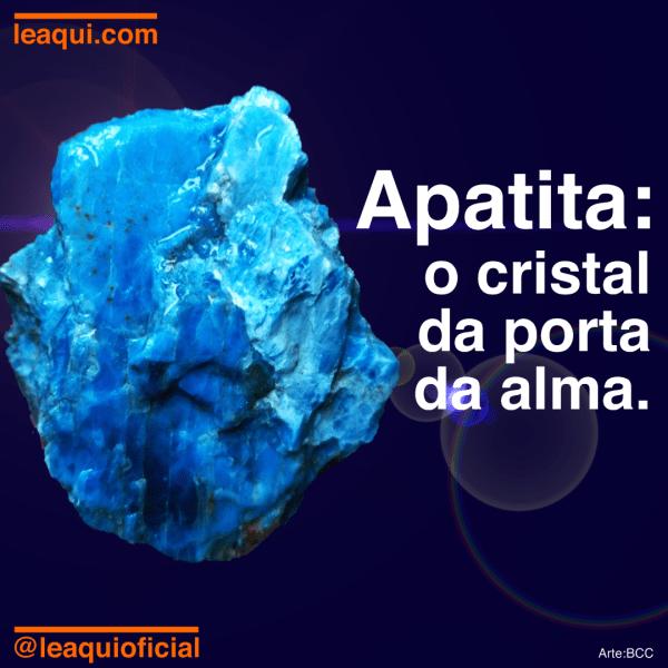 """Cristal de apatita com a inscrição """"Apatita: o cristal da porta da alma"""""""