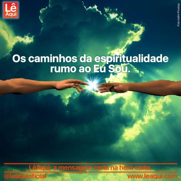Dois braços estendidos cujas pontas dos dedos se aproximam, com um brilho resplandecente saindo das nuvens, indicando os caminhos da espiritualidade