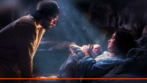José, Maria e o menino Jesus na manjedoura divina criança