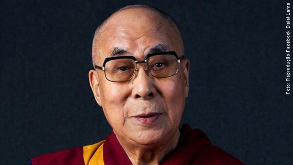 rosto do Dalai Lama compaixão coronavírus