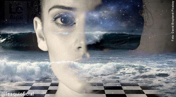 ilustração de um rosto feminino que se sobrepões à imagem de céu estrelado para mostrar cria energia pensamento