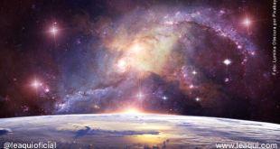 imagem que mostra uma parcela do planeta terra e o universo ao fundo mundos habitados