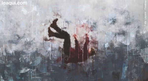 Arte de uma pessoa desfocada caindo em um mar cinza distresse