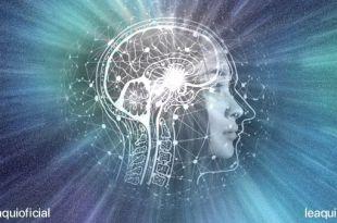 ilustração de vista lateral do cérebro humano sobreposto a uma foto de perfil feminino com efeitos de luz partindo da glândula Pineal para ilustrar o poder da oração