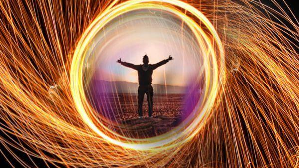 ilustração fotográfica de um home em meio a um círculo de luz vibração energética