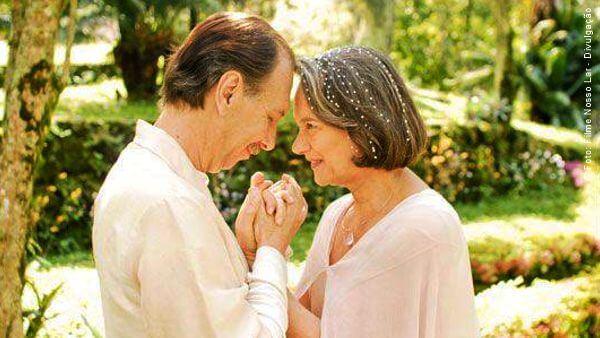 cena do filme Nosso Lar, com o encontro de André Luiz com sua mãe na colônia espiritual mãe de André Luiz