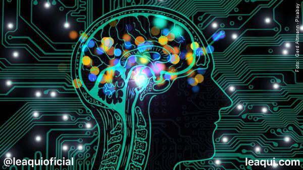 ilustração de uma caveça com a indicação do cérebro em uma placa de computador mente organizada
