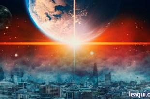 Montagem fotográfica com o planeta terra no alto da imagem com um brilho intenso em forma de estrela na sua face inferior e na parte de baixo da foto uma cidade destruída terceiro milênio e a transição planetária
