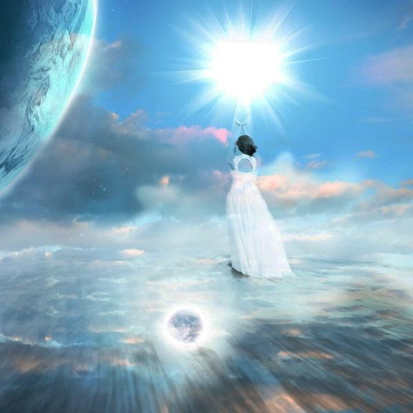ilustração de uma mulher vestida de branco como um anjo no céu e uma imensa luz branca nas mãos santos e anjos