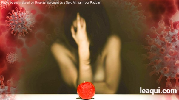 Montagem fotográfica com uma mulher tampando o rosto com sua mão diante de uma maçã representando os pecados tendo ao fundo ilustrações do coronavírus pandemia e seus pecados
