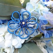 anemone-necklace-sapphire-bouquet-display-main