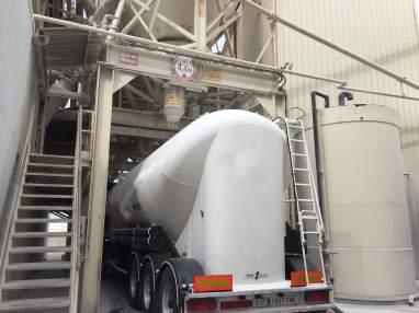 Cisterna-cargando