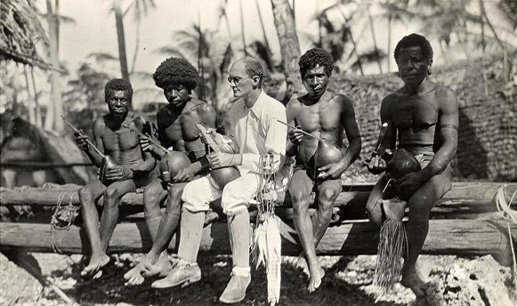 Bronislaw Malinowski with natives on Trobriand Islands in 1918. (Public domain)