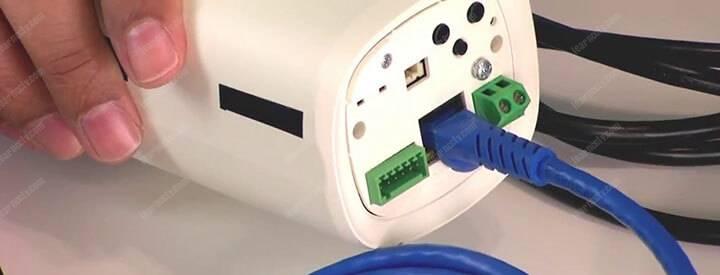 IP camera an ninh kết nối cáp mạng