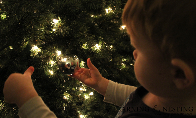 kids-christmas-tree-decorating