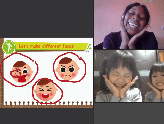OiKID 老師表情生動與兩小妞互動。
