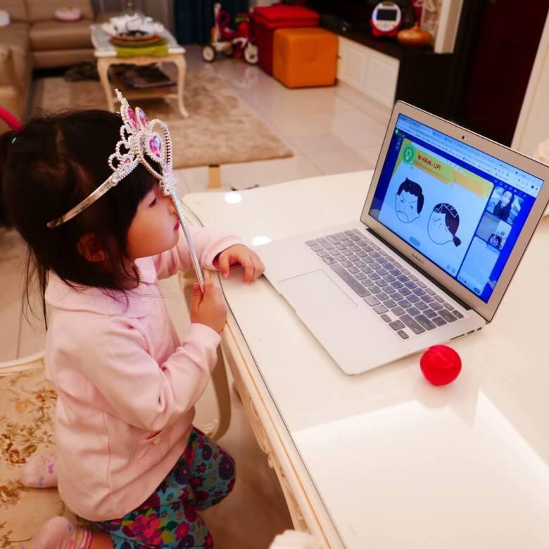 OiKID 兒童英文線上學習,宓玹與老師自然的互動。