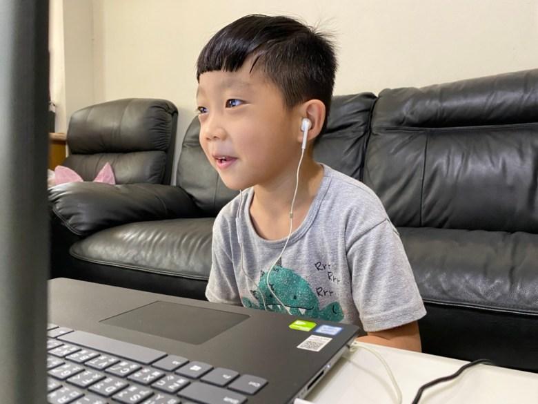 三寶沅熹開心與老師互動,將說英語融入生活中!
