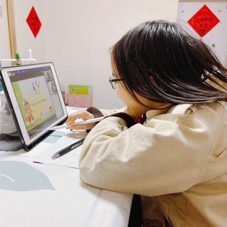 星星從小聽我和橋本先生用英文對話,所以用全英文上課就算有時候聽不懂她也不會因此感到退縮。