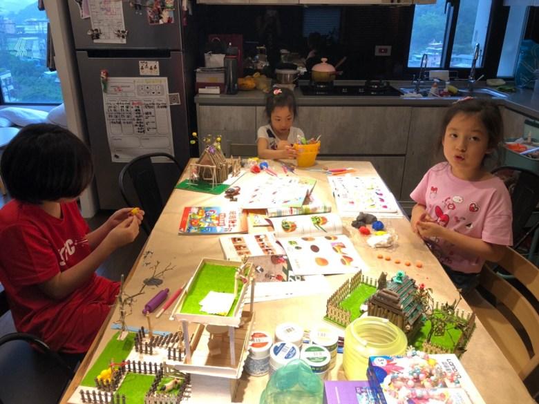在週末期間規劃美創課,提供孩子DIY,發揮創意