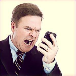 Hombre respondiendo WhatsApp lleno de ira