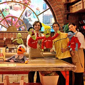 juanda-creando-su-muppet-al-estilo-jim--henson