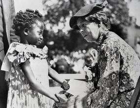 https://i1.wp.com/learnodo-newtonic.com/wp-content/uploads/2016/09/Eleanor-Roosevelt-with-an-African-American-child-in-Detroit-in-1935.jpg?resize=285%2C221&ssl=1